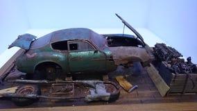 Диорама автомобиля масштабной модели Aston Мартин DB5 находки амбара стоковое фото