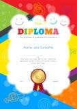 Диплом детей или шаблон сертификата с притяжкой красочных и руки иллюстрация штока