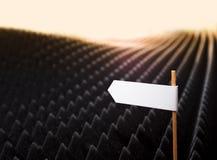 Дирекционные знаки на ухабистой черной предпосылке Стоковое фото RF