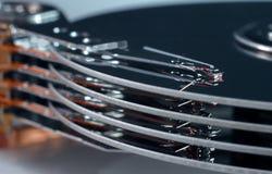 Диски жесткого диска с головами стоковая фотография rf