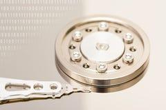 Дисковод жесткого диска и двоичные числа компьютера стоковые изображения
