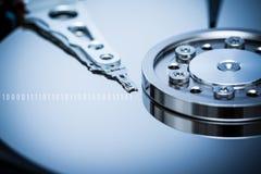 Дисковод жесткого диска и двоичные числа компьютера стоковая фотография rf
