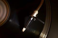 Диск винила поворачивая дальше turntable Стоковые Фото