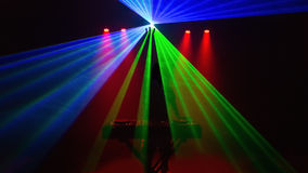 Диск-жокей, DJ, силуэт с лазерным лучом Стоковое Изображение RF