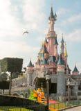 ДИСНЕЙЛЕНД, ПАРИЖ - 11-ОЕ МАРТА 2016: замок спящей красавицы Стоковое фото RF