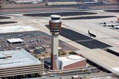 Диспетчерская вышка авиапорта Стоковые Изображения