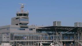 Диспетчерская вышка авиапорта Thessaloniki, Греции SKG видеоматериал