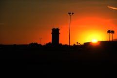 Диспетчерская вышка в заходе солнца Стоковое Фото