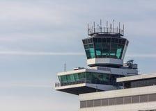 Диспетчерская вышка на авиапорте Амстердама Schiphol Стоковое фото RF