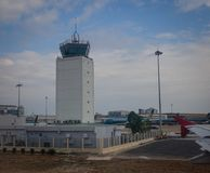 Диспетчерская вышка на авиапорте в Сайгоне, Вьетнаме Стоковая Фотография RF