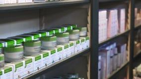 Дисплей витрины магазина Herbalist creams в магазине акции видеоматериалы