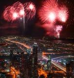 Дисплей фейерверков Нового Года в Дубай, ОАЭ стоковое фото rf