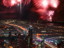 Дисплей фейерверков Нового Года в Дубай, ОАЭ стоковая фотография rf