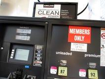 Дисплей газового насоса Costco Стоковое Изображение RF
