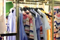 Дисплей магазина одежды Стоковое Фото