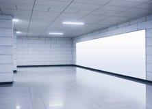 Дисплей насмешки signage знамени афиши поднимающий вверх в метро Стоковое Изображение
