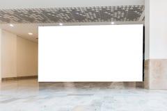 Дисплей насмешки signage знамени афиши поднимающий вверх в торговом центре Стоковое фото RF