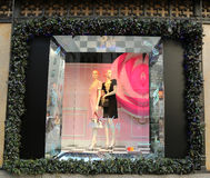 Дисплей окна праздников на Пятом авеню мешков озаглавил землю ` ` 1000 наслаждений в Манхаттане Стоковые Изображения RF