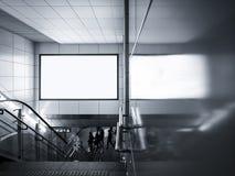 Дисплей пустых средств массовой информации знамени афиши в метро с лестницами Стоковая Фотография RF