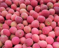 Дисплей свежих Lychees на внешнем рынке Стоковые Изображения RF