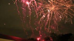 Дисплей фейерверков конца-вверх с звуком во время национального праздника в Бельгии, Брюсселе видеоматериал