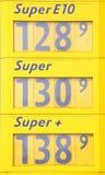 Дисплей цены на бензозаправочной колонке Стоковая Фотография