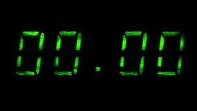 Дисплей цифровых часов показывает времени 00 часов 00 минут к 00 часов 01 минута видеоматериал
