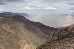 Дистантная пыльная буря - национальный парк Death Valley, Калифорния Стоковые Изображения