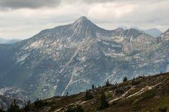 Дистантные горы, луга Illal Стоковые Изображения RF