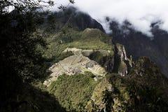 Дистантный взгляд руин Inca Machu Picchu от Huayna Picchu Стоковое Изображение