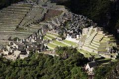 Дистантный взгляд руин Inca Machu Picchu от Huayna Picchu Стоковые Изображения