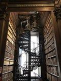 Длинная лестница комнаты стоковые фотографии rf
