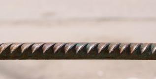 Длинная ржавая стальная штанга промышленно стоковые изображения
