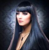 длиннее волос девушки брюнет здоровое Стоковое Изображение