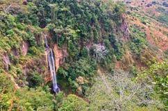 Длинний водопад в джунглях Стоковое фото RF