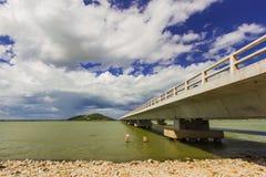 Длинний конкретный мост на yo Таиланде Koh Стоковые Фотографии RF