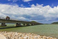 Длинний конкретный мост на yo Таиланде Koh Стоковые Фото