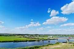 Длинний мост над рекой Стоковое Изображение RF