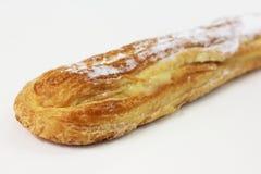 Длинний хлеб с сливк внутрь стоковая фотография