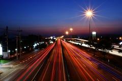 Длинный свет автомобиля на дороге Стоковые Фото