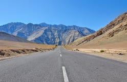 Длинняя прямая дорога Стоковые Изображения RF