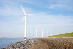 длиной сфотографированные закручивая windturbines Стоковое Фото
