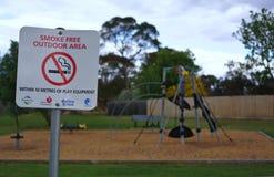 Для некурящих знак на спортивной площадке стоковое фото rf