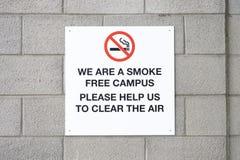 Для некурящих на знаке школы университета кампуса коллежа для студентов создайте воздух окружающей среды дыма свободный Стоковое Изображение RF