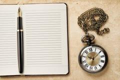 Дневник и винтажный карманный вахта Стоковые Изображения RF
