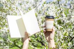 Дневник и планирование дня Весна стоковая фотография rf