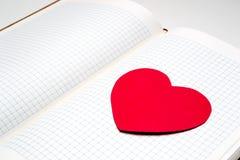 Дневник с бумажным сердцем Стоковое фото RF
