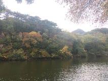 Дневное время Азия карты горы реки стоковая фотография rf