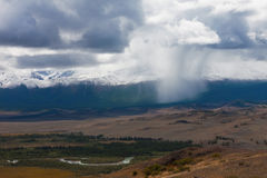 дни altai продолжают лето гор Красивейший ландшафт гористой местности Россия Сибирь Стоковое Изображение RF