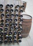Дно бутылок вина в погребе Стоковое Изображение RF